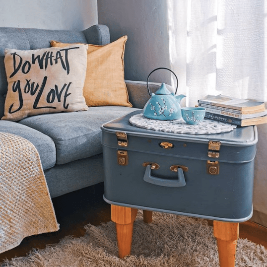 make coffee table from suitcase